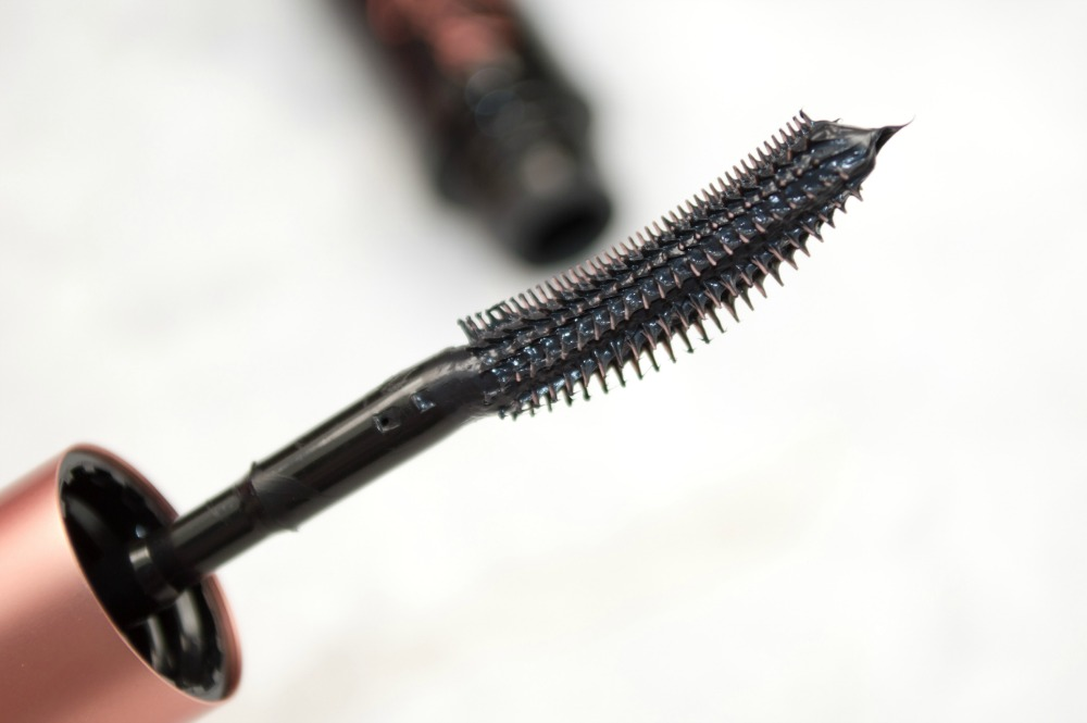 6f9857e4189 Is the Catrice Glam & Doll a dupe for Benefit's Roller Lash? ⋆ An ...